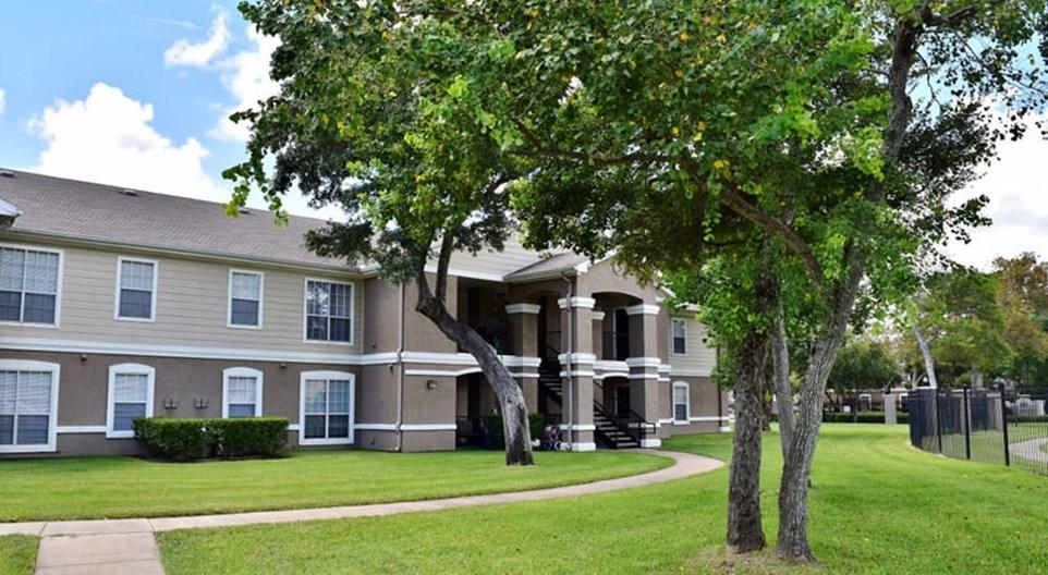Gateway at Lake Jackson Apartments