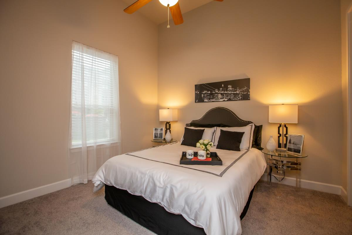 Bedroom at Listing #283012