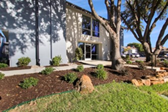Courtyard at Listing #136115