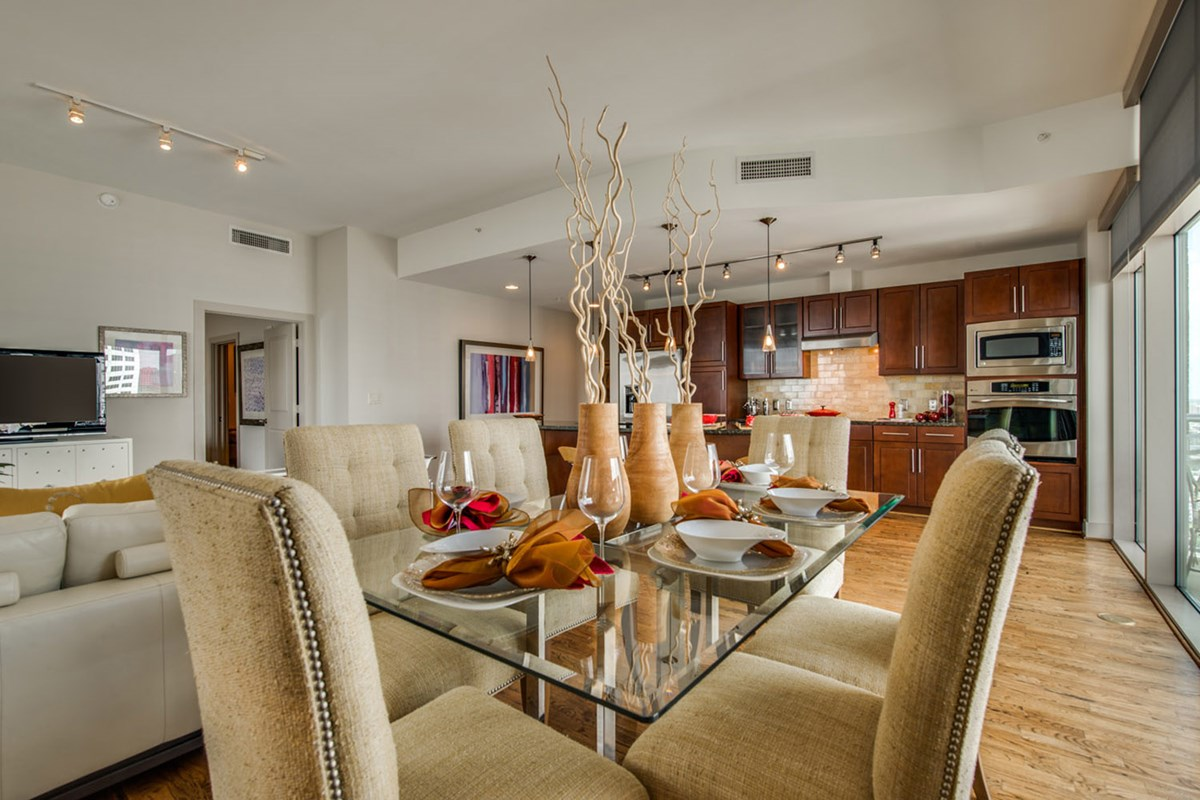 Dining at Listing #146430