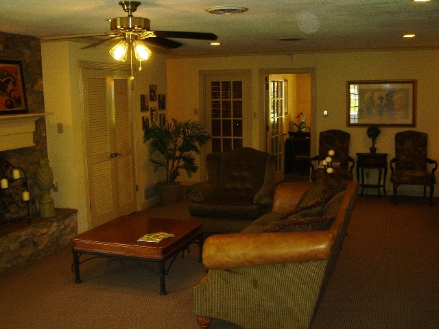 Lounge at Listing #136942