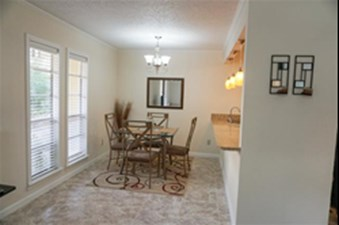 Dining at Listing #139086