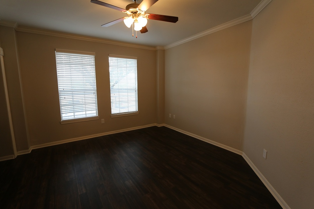 Living at Listing #141287