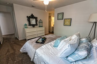 Bedroom at Listing #141321