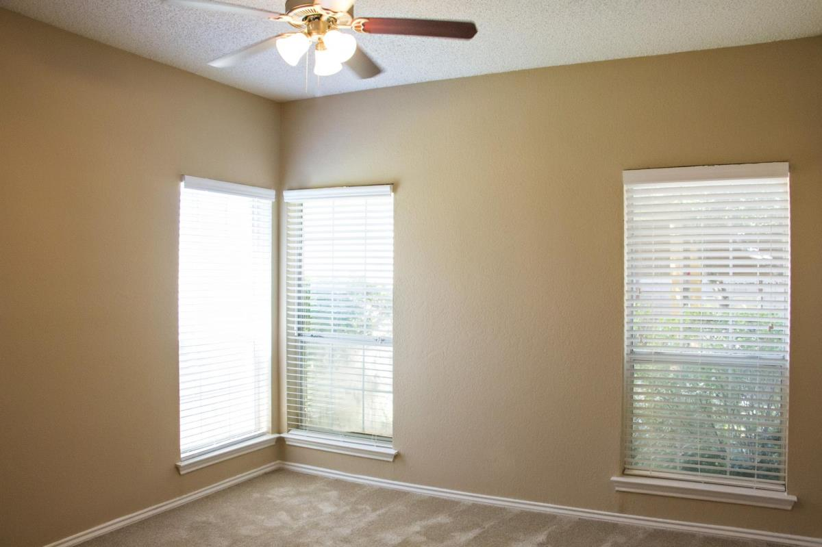 Bedroom at Listing #136442