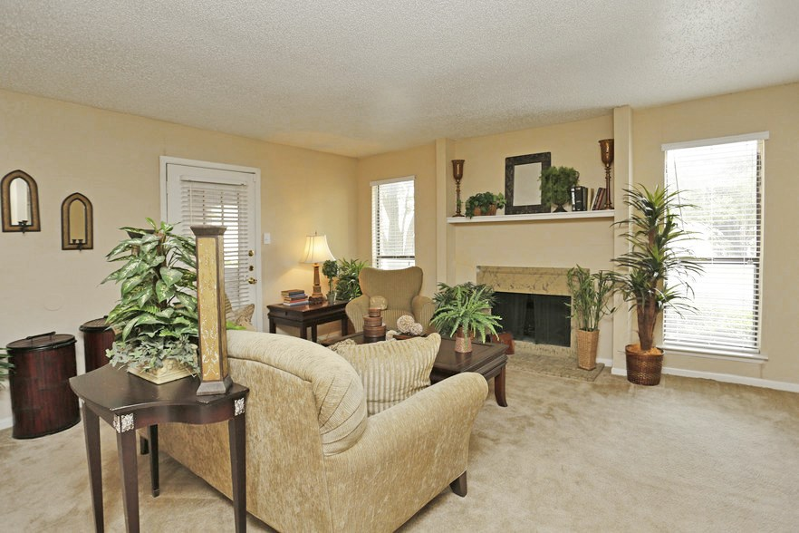 Living Room at Listing #137293