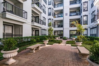 Courtyard at Listing #137811