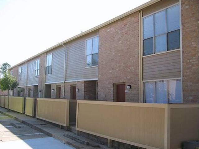 Exterior 3 at Listing #139862