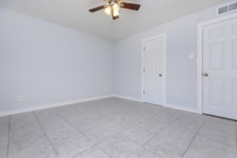 Bedroom at Listing #139598