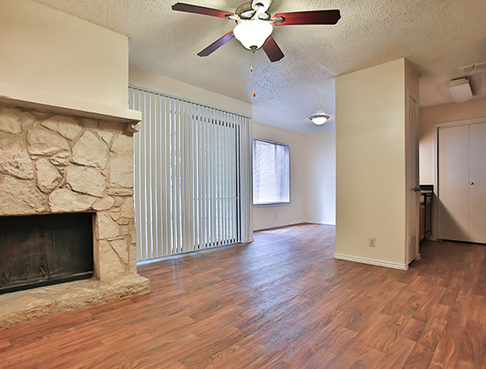 Living Area at Listing #141149