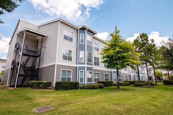 Parkland at West Oaks Apartments