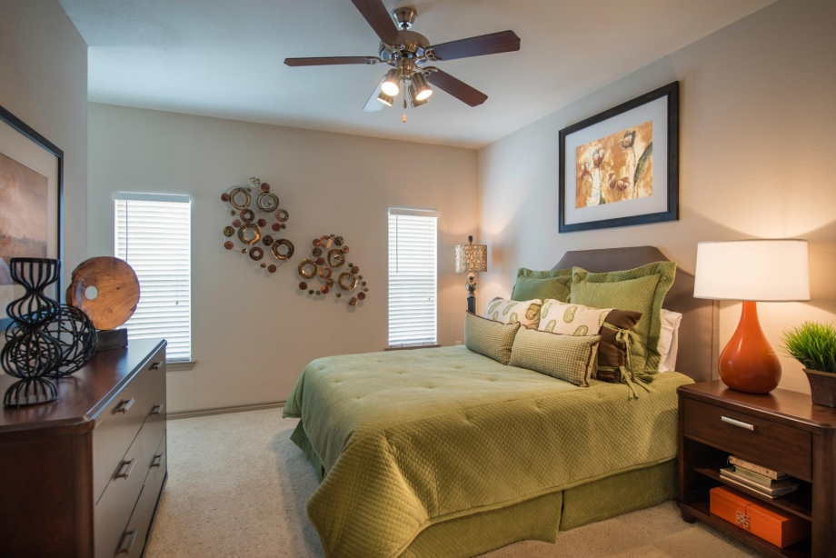 Bedroom at Listing #145801