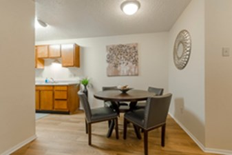 Dining at Listing #212524