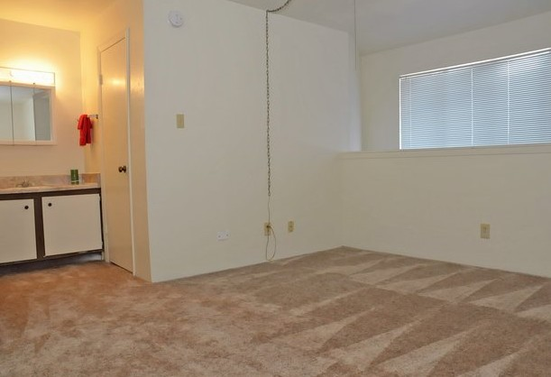 Bedroom at Listing #144494