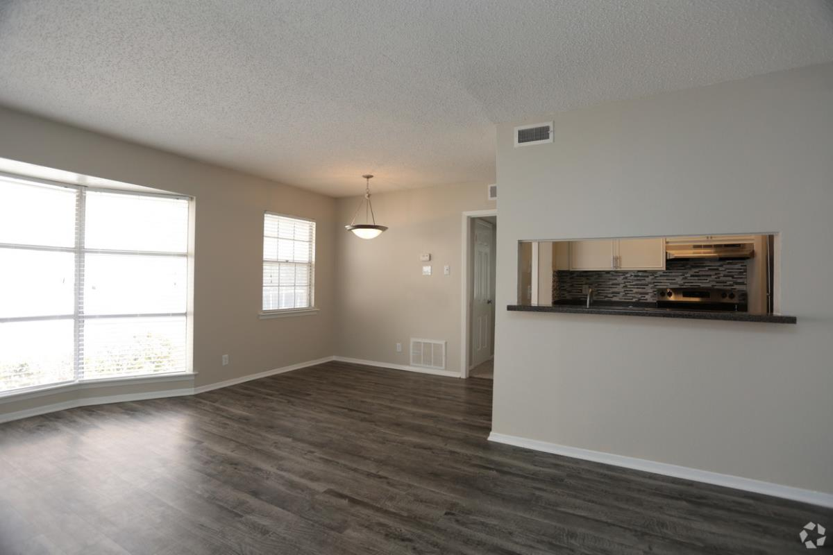 Living at Listing #141328