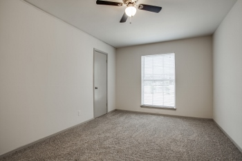 Bedroom at Listing #135722