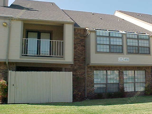 Exterior 2 at Listing #137444