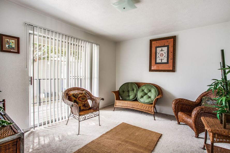 Living at Listing #136740