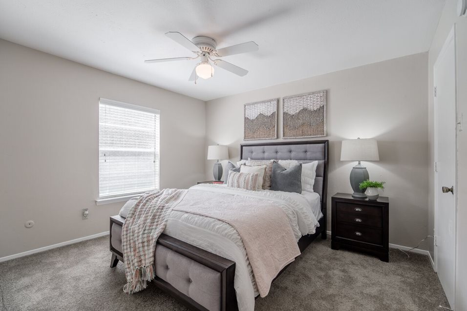 Bedroom at Listing #145877