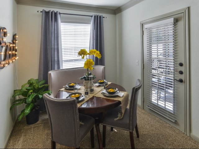 Dining at Listing #139150