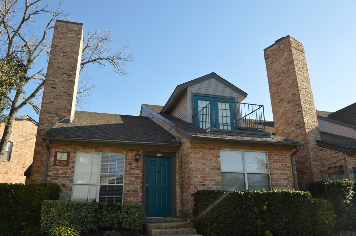 Exterior at Listing #141229