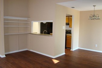Living at Listing #141113