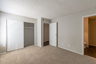 Bedroom at Listing #137295