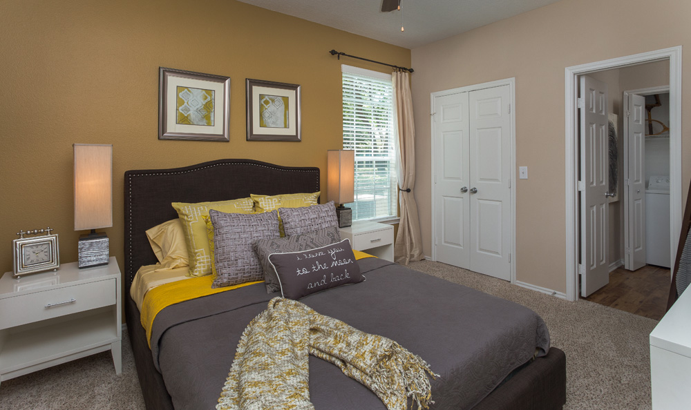 Bedroom at Listing #139093