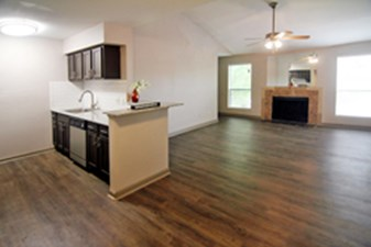 Living/Kitchen at Listing #138286