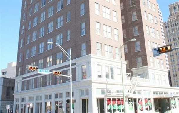 Robert E Lee Apartments