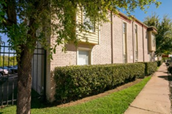 Exterior at Listing #137207