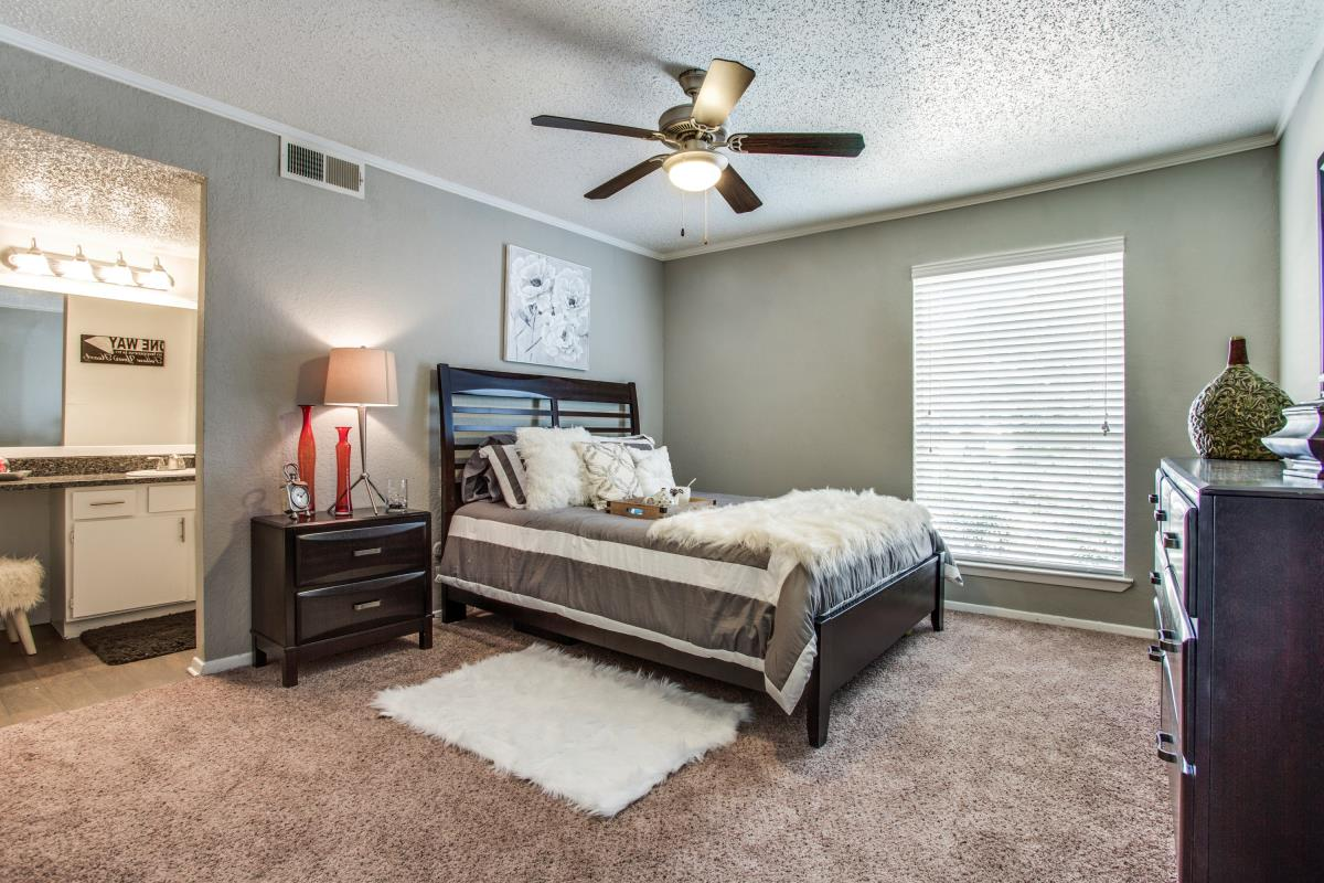 Bedroom at Listing #135817
