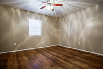 Bedroom at Listing #136845