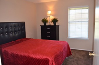 Bedroom at Listing #228642
