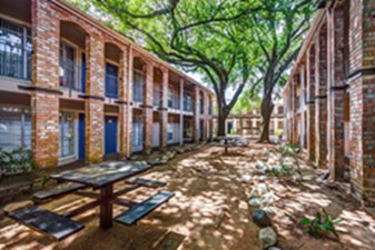 Courtyard at Listing #139423