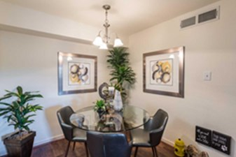 Dining at Listing #139833