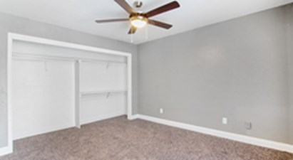 Bedroom at Listing #136115