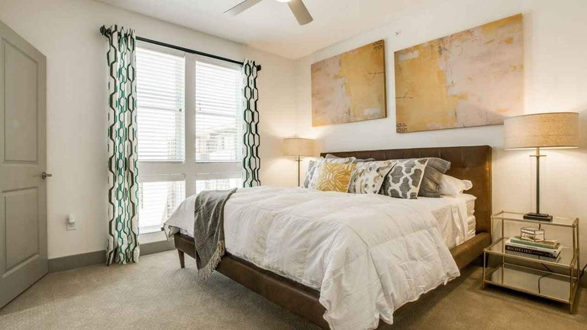 Bedroom at Listing #257743