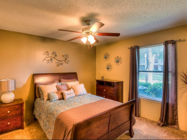 Bedroom at Listing #136104
