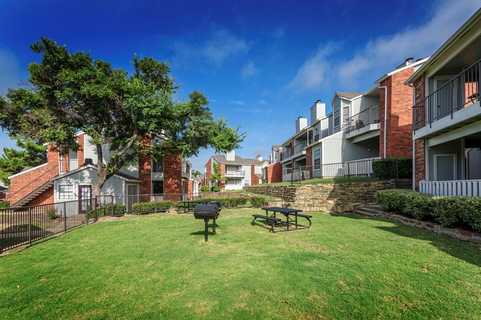 1303 Main Apartments