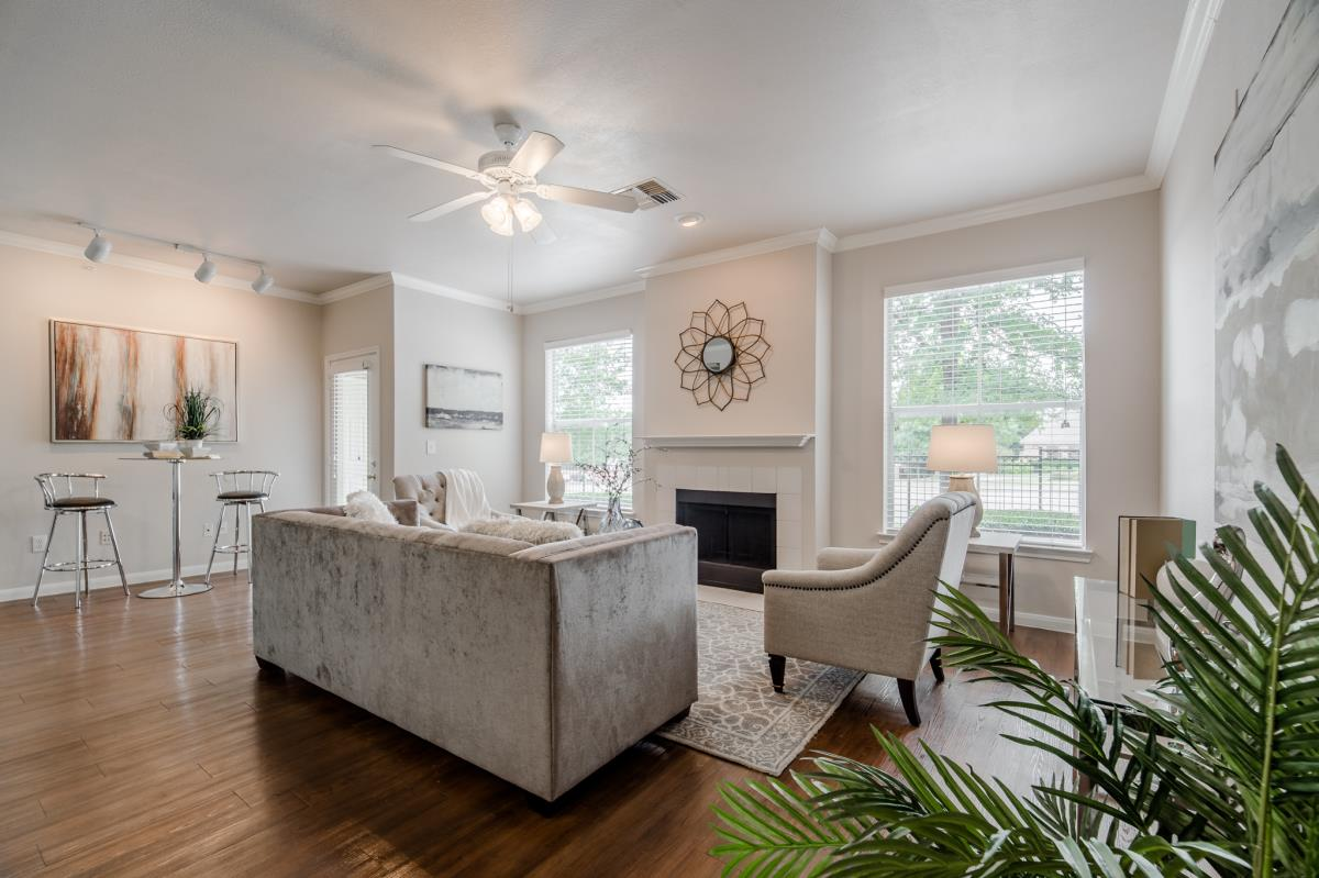 Living at Listing #137916