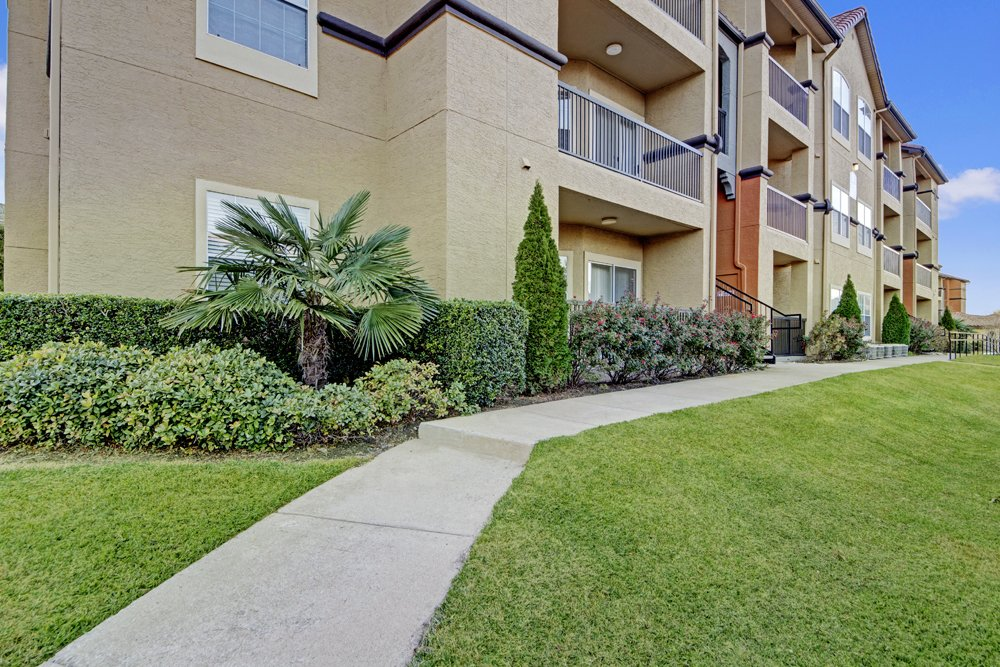 Exterior at Listing #137634