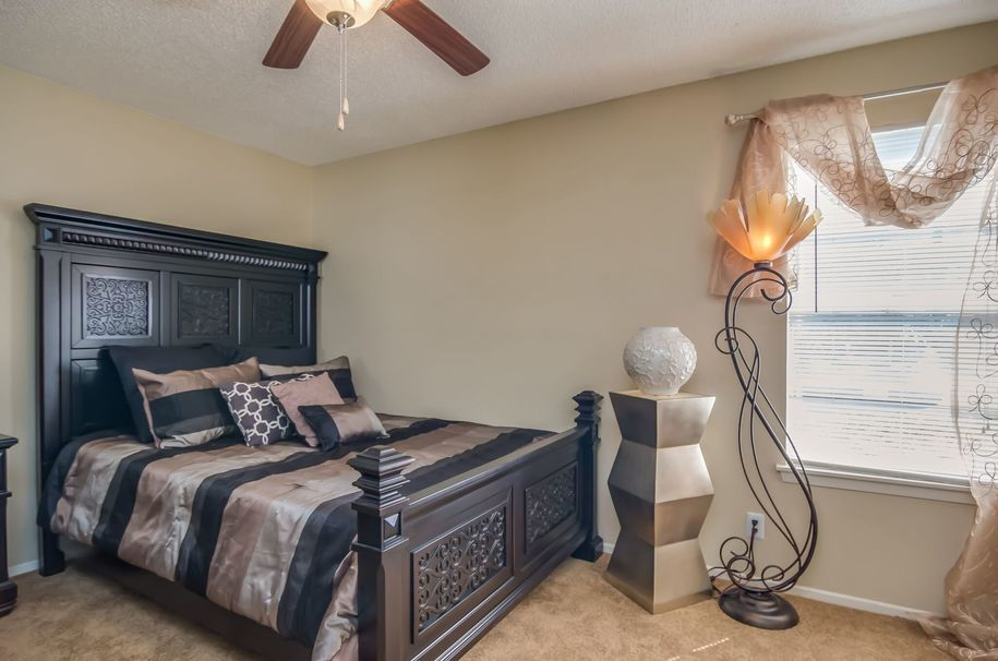 Bedroom at Listing #141476