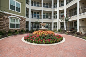 Courtyard at Listing #151548