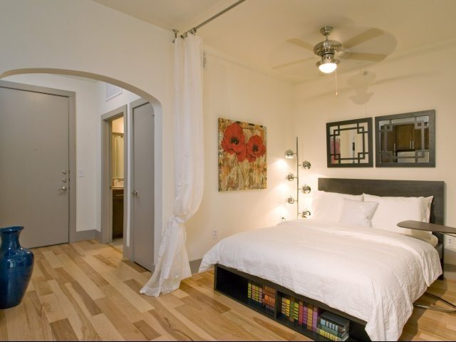Bedroom at Listing #146190