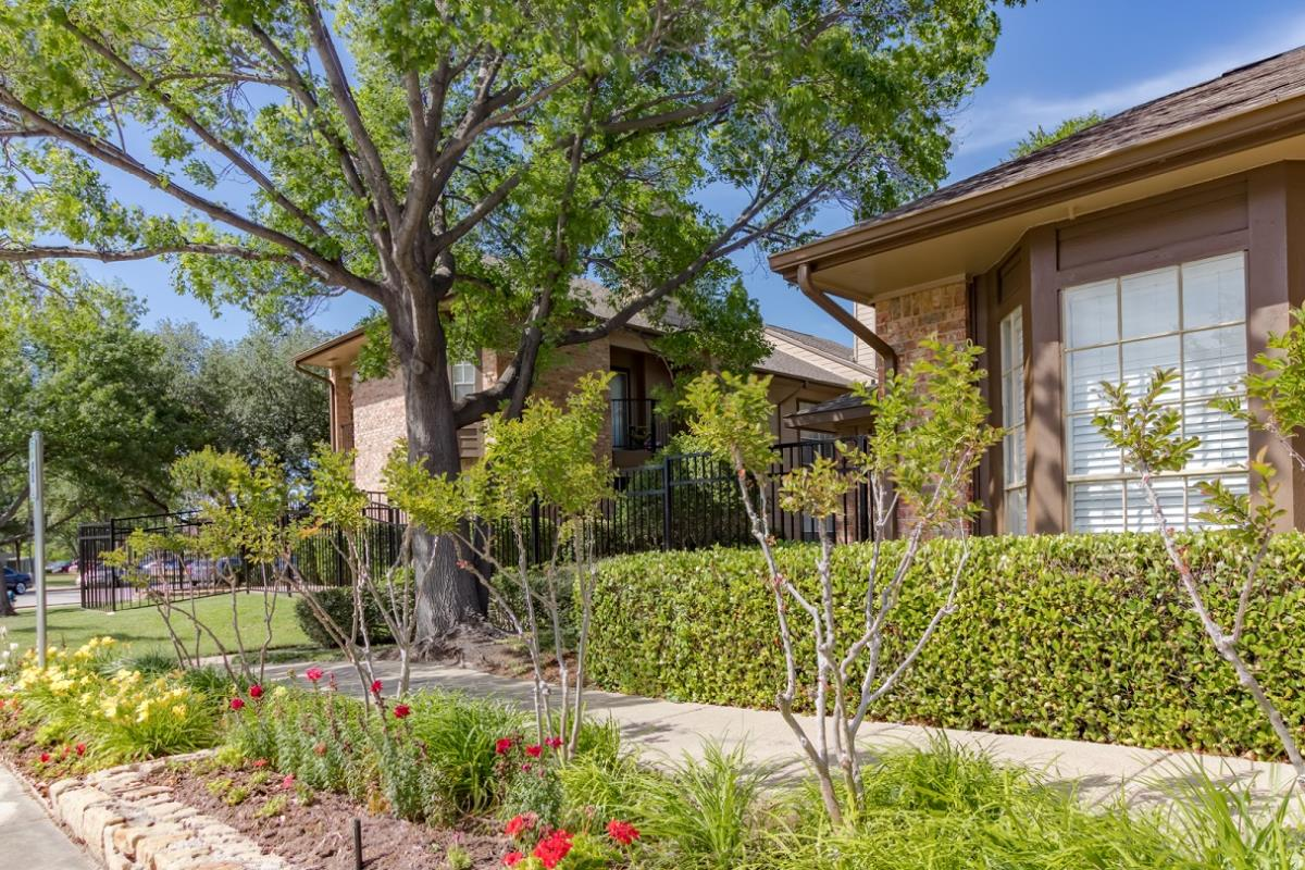 Exterior at Listing #135894