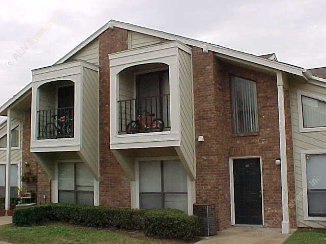 Exterior 3 at Listing #136030