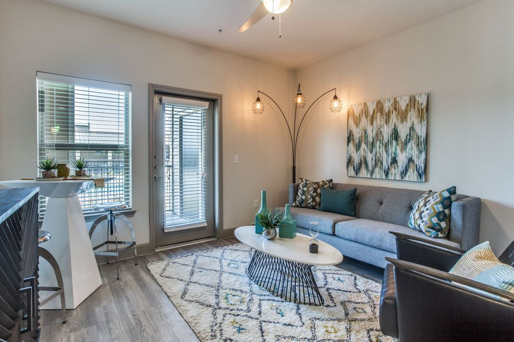 Living at Listing #291815