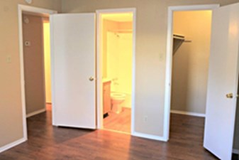 Bedroom at Listing #140551