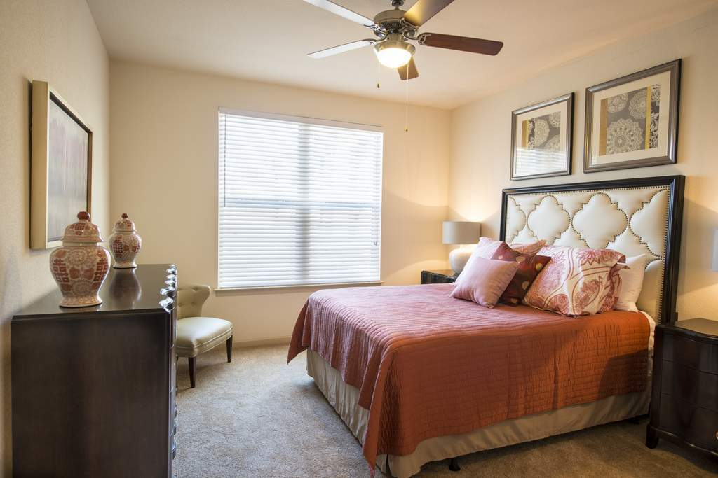 Bedroom at Listing #282105